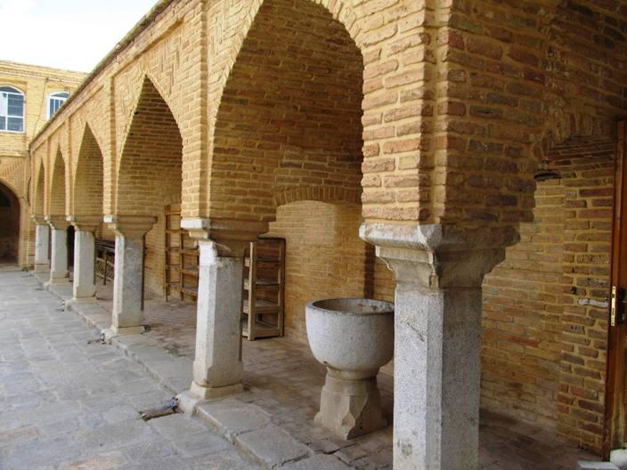 جیاط مسجد چالشتر