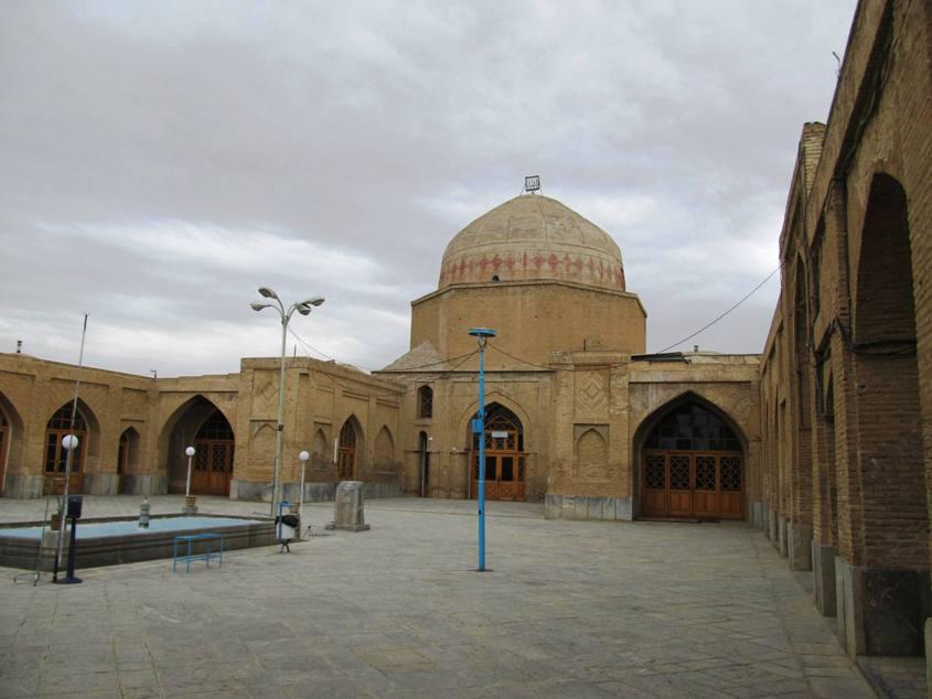 صحن مسجد گلپایگان