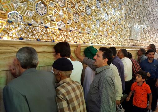 دیوار پشت مزار امام رضا